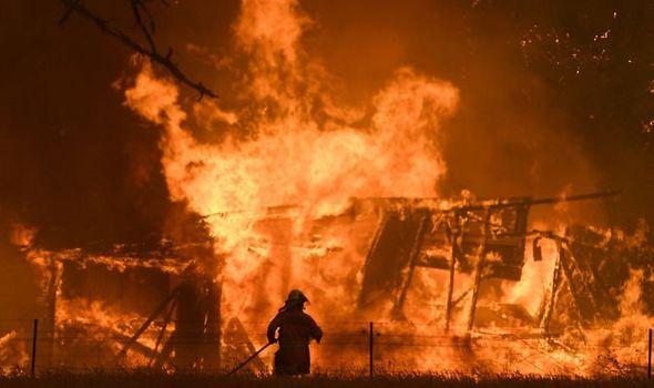 Katastrofalni požar u Australiji - Page 3 Australia-bushfires-World-news-Sydney-New-Year-s-eve-1222255